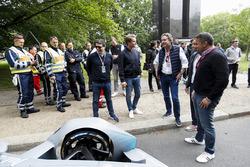 Le Champion du monde de F1, Nico Rosberg avec Alejandro Agag, PDG Formula E, et la Gen2