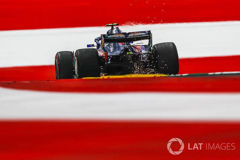 Pierre Gasly, Scuderia Toro Rosso STR13 fait des étincelles