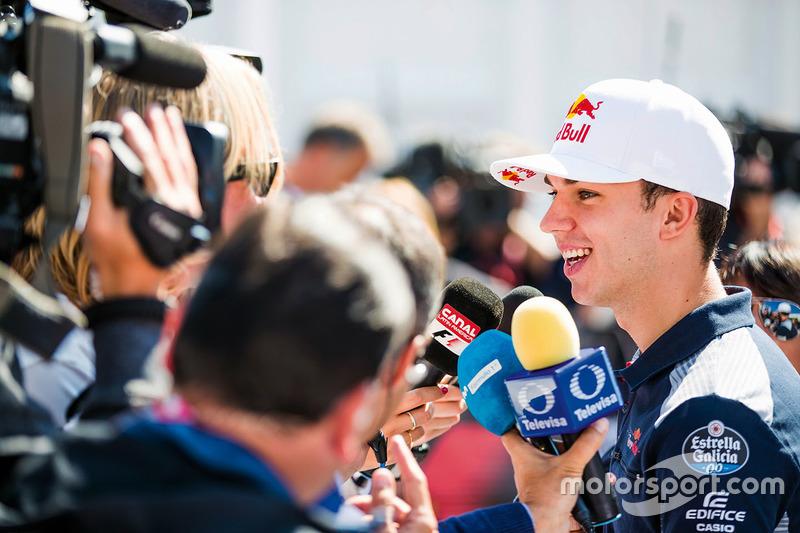 Pierre Gasly, Toro Rosso, parla con i media