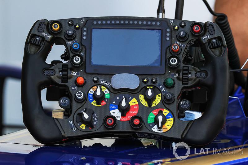 Sauber C36 volante