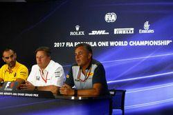 Cyril Abiteboul, Direktör, Renault Sport F1 Team, Zak Brown, Direktör, McLaren Technology Group, Mar