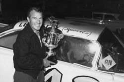 Ganador de la carrera Lee Petty