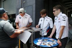 Автограф-сессия: Аугусту Фарфус, Час Мостер и Марко Виттман, BMW Team Schnitzer
