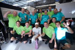 Race winner Lewis Hamilton, Mercedes AMG F1, celebrates with the Mercedes team
