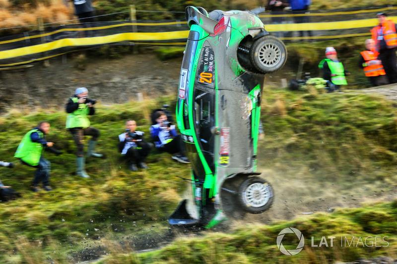 La vettura incidentata di Yazeed Al Rajhi, Michael Orr, Yazeed Racing Ford Fiesta RS WRC