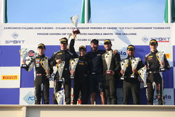 Podio Gara 1: al secondo posto Vedel-Veglia, Antonelli Motorsport, i vincitori Fontana-Mancinelli, Easy Race, al terzo posto Zampieri-Altoè, Antonelli Motorsport