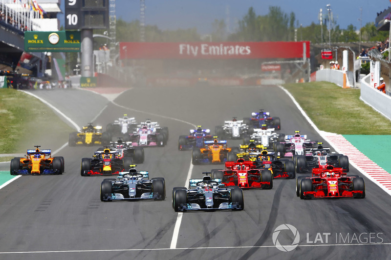 Start: Lewis Hamilton, Mercedes AMG F1 leads