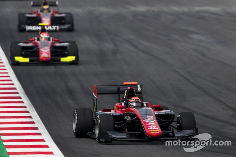 Mazepin menait la course devant ses coéquipiers Hubert et Ilott