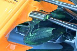تفاصيل نظام التعليق الأمامي لسيارة مكلارين ام.سي.آل33