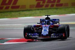 Brendon Hartley, Toro Rosso STR13, salta un bordillo
