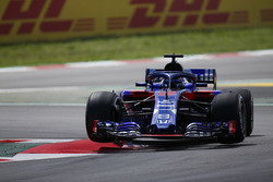 Temporada 2018 F1-spanish-gp-2018-brendon-hartley-toro-rosso-str13-jumps-over-a-kerb