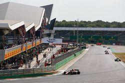 Джордж Расселл, ART Grand Prix, и Роберто Мери, MP Motorsport