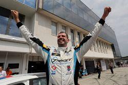 Podio: ganador de la carrera Dusan Borkovic, Target Competition Hyundai i30 N TCR
