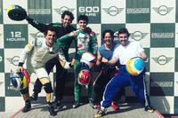Фернандо Алонсо, Давідом Відалес, Педро де ла Роса, Анхель Бургеньйо та Альберто Фернандес у 24 годинах Дубая
