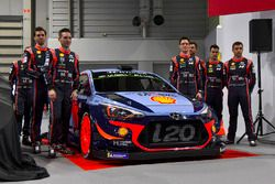 Le team Hyundai WRC, avec Thierry Neuville, Andreas Mikkelsen, Dani Sordo et Hayden Paddon