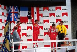 Podium : le vainqueur Alain Prost, le second Nigel Mansell, le troisième Gerhard Berger