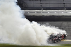 Austin Dillon, Richard Childress Racing Chevrolet Camaro, fête sa victoire au Daytona 500