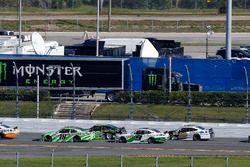 Daniel Suarez, Joe Gibbs Racing, Interstate Batteries Toyota Camry e Joey Logano, Team Penske, Fitzg