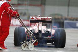 Antonio Giovinazzi, Ferrari F60, pit stop