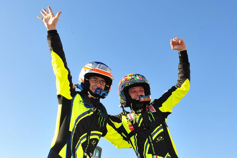 Los ganadores Valentino Rossi, Carlo Cassina, Ford Fiesta WRC