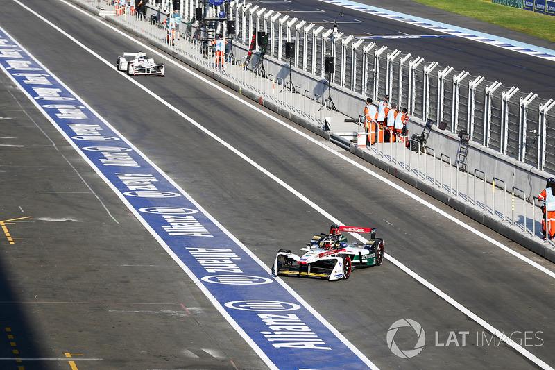 Daniel Abt, Audi Sport ABT Schaeffler regresa al garaje cuando José María López, Dragon Racing, abandona los boxes