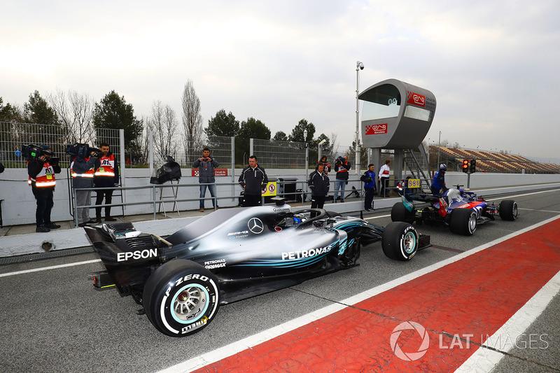 Brendon Hartley, Toro Rosso STR13, Valtteri Bottas, Mercedes AMG F1 W09