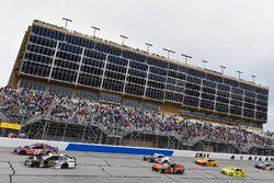 Denny Hamlin, Joe Gibbs Racing, FedEx Ground Toyota Camry and Aric Almirola, Stewart-Haas Racing, Smithfield Ford Fusion