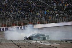 Kevin Harvick, Stewart-Haas Racing, Jimmy John's Ford Fusion celebra