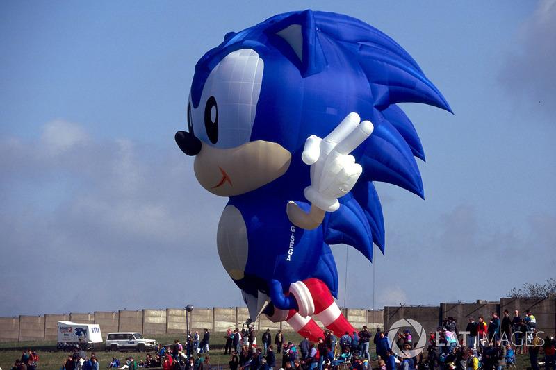 Спонсором Гран При была компания Sega. Ее главный символ в те годы, ежик Соник из одноименной игры, украшал автодром