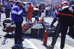 El coche destruido de Alex Caffi, Footwork FA12 Porsche