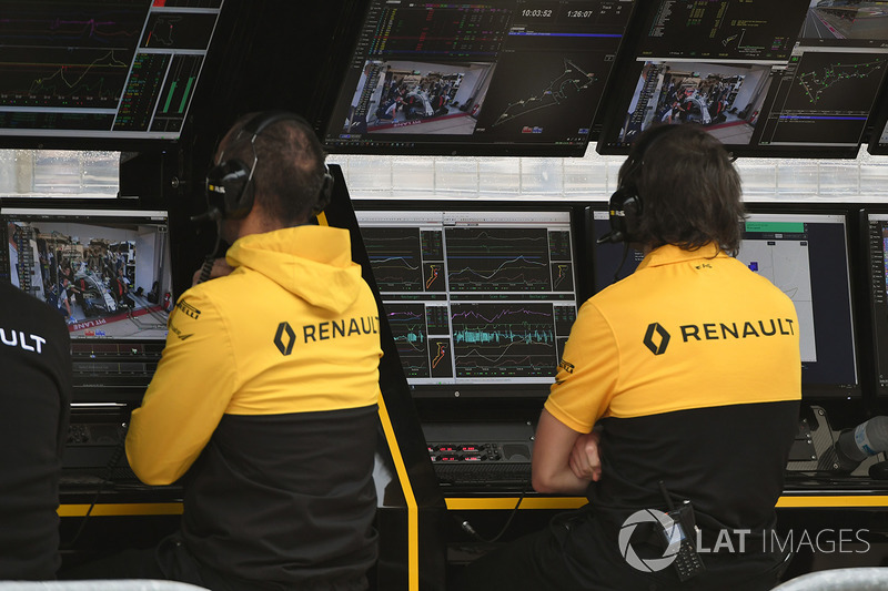 Renault Sport F1 Team pit duvarı