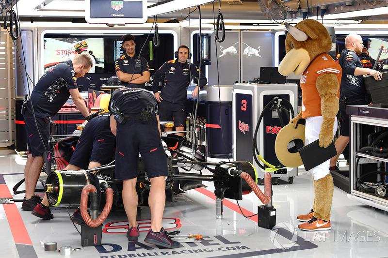 У гаражі Red Bull Racing