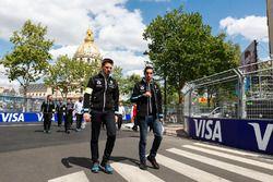 Sébastien Buemi, Renault e.Dams, fait le tour du circuit à pied