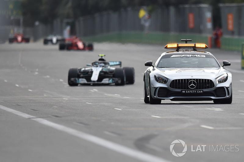 Vettel ziet de overwinning door zijn vingers glippen