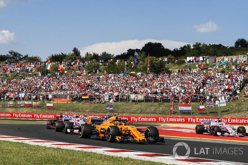 Stoffel Vandoorne, McLaren MCL33, leads Esteban Ocon, Force India VJM11, and Daniel Ricciardo, Red Bull Racing RB14