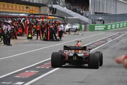 Daniel Ricciardo, Red Bull Racing RB14 pitstop