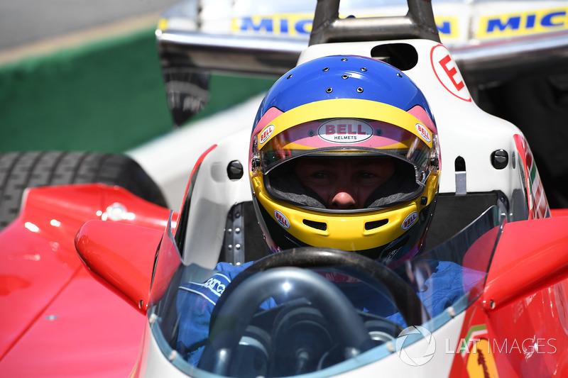 Jacques Villeneuve, conduce el Ferrari 312T3 en el cual su padre ganó el GP de Canadá de 1978