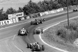 Giancarlo Baghetti leads Jim Clark, Graham Hill, Innes Ireland, Dan Gurney and Jack Brabham