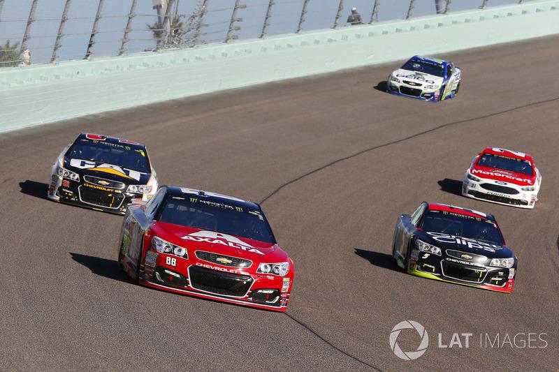 Kurt Busch, Stewart-Haas Racing Ford, Kasey Kahne, Hendrick Motorsports Chevrolet