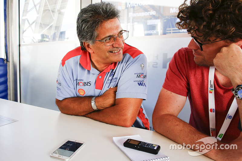 Michel Nandan speaks with Motorsport.com journalist Andrew van Leeuwen