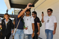 Lewis Hamilton, Mercedes AMG F1 fans selfie on the drivers parade