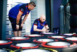 Scuderia Toro Rosso mühendisleri Pirelli soft ve supersoft lastikleri