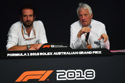 Charlie Whiting, directeur de course de la FIA et Matteo Bonciani, délégué média de la FIA, en conférence de presse