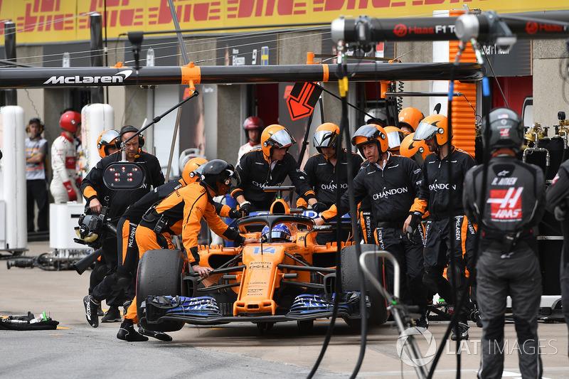 Fernando Alonso, McLaren MCL33, si ritira dalla gara