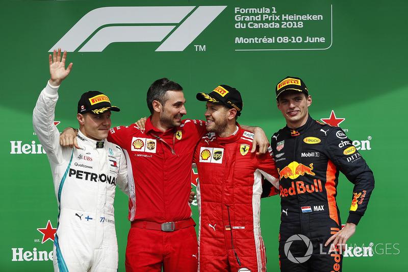 Sebastian Vettel, Ferrari, celebra en el podio con Valtteri Bottas, Mercedes AMG F1 y Max Verstappen, Red Bull