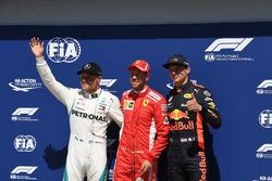 los tres primeros clasificados Valtteri Bottas, Mercedes-AMG F1, Sebastian Vettel, Ferrari y Max Verstappen, Red Bull Racing