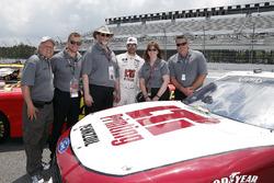 Paul Menard, Team Penske, Ford Mustang LTi Printing and guests