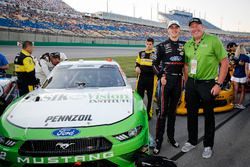 Austin Cindric, Team Penske, Ford Mustang Lasik Vision Institute with guests