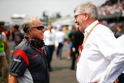 Gene Haas, teambaas Haas F1 Team, Ross Brawn, Managing Director of Motorsports, FOM