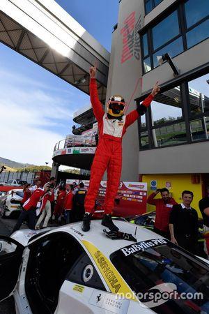 Vainqueur #111 Wilde World of Cars Ferrari 488: Peter Ludwig